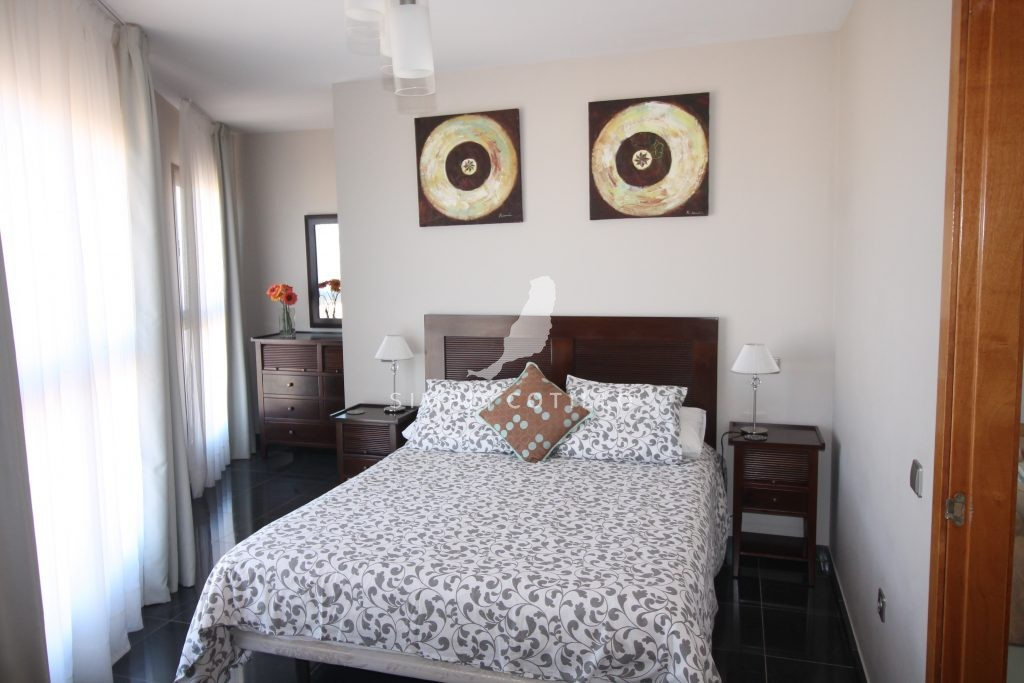 FV16-bedroom-1