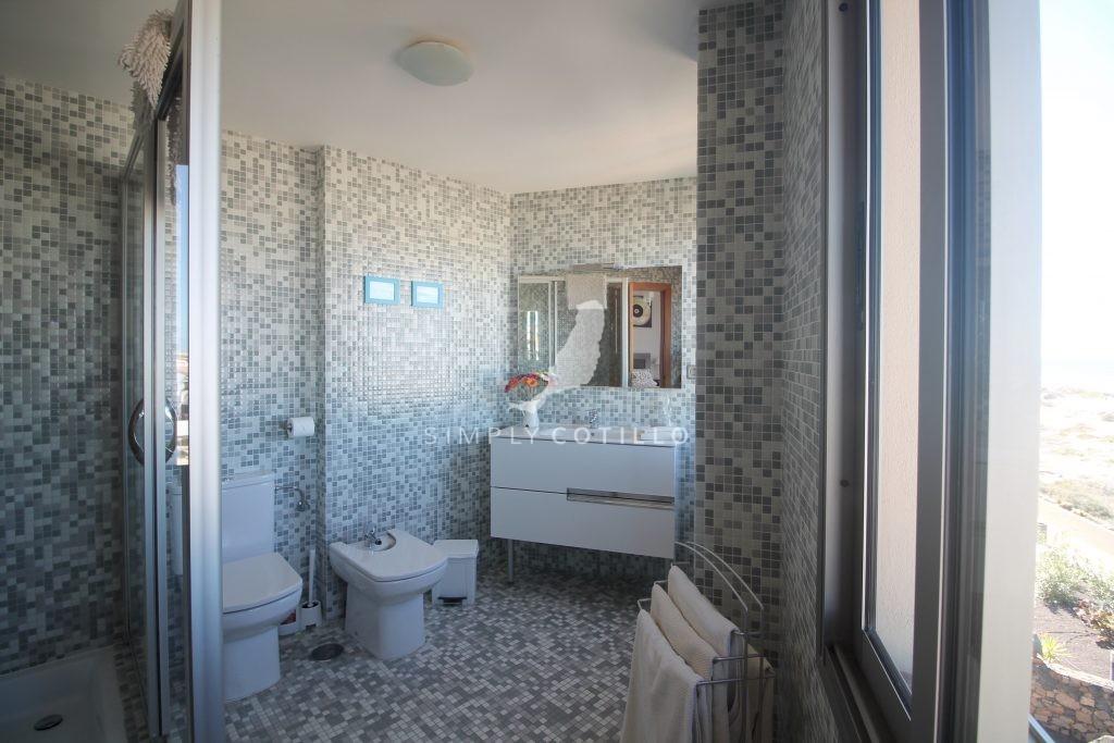 FV16-bathroom-1