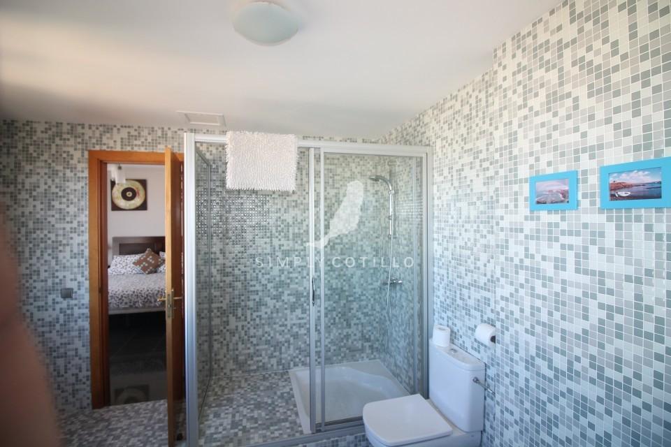 FV16 bathroom-2